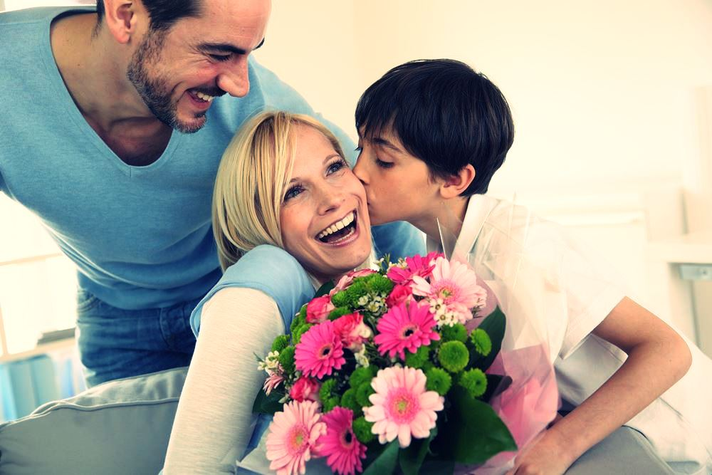 Mothers-Day-Give-her-flowers