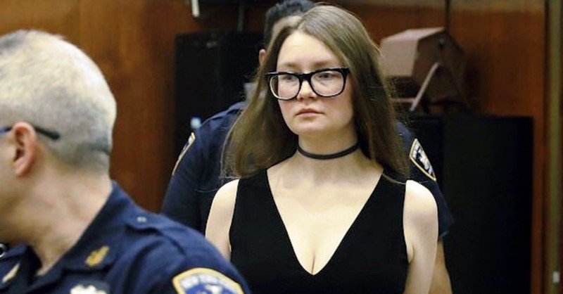 Halloween Costumes Anna Delvey dressed in the court